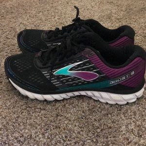 Brooks Ghost 9.5 D wide tennis shoes/sneakers
